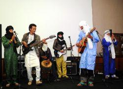 Zeidi et Intidao sur scène avec Génération Taragalte le 6 janvier 2015 à Rabat.