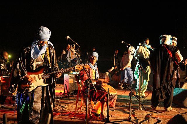 En 2009, M'hamid recevait le groupe de légande Tinariwen, ici Tadalat en 2011 à Taragalte.