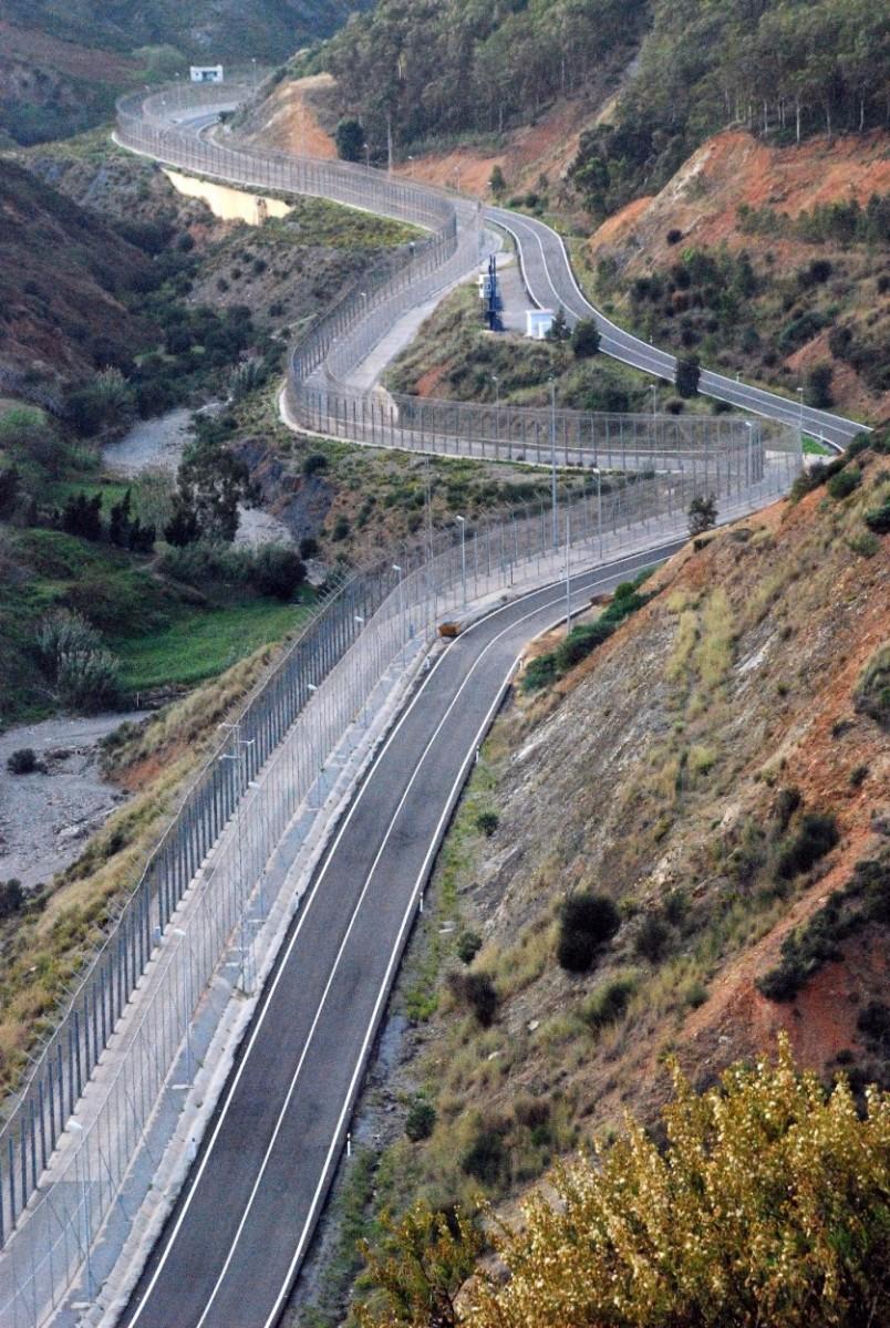 40-AN-Ceuta_Vue sur le mur_2007