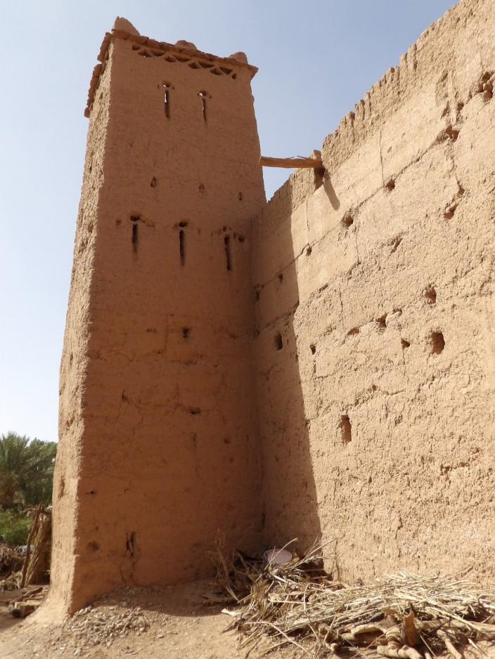 Une des cinq tours de Rgabi qui compte aussi la tour la plus haute de l'oasis de M'hamid