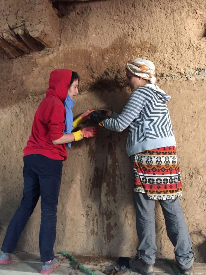 A Rgabi, le chantier est l'occasion de s'imprégner de la beauté des lieux et de contribuer à sauvegarder ce riche patrimoine.